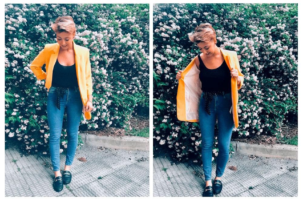 Este look esta formado por: unos jeans classic mom fit, una camiseta blanca con texto, unas sneakers y lo complementamos con mi americana must have blanca.