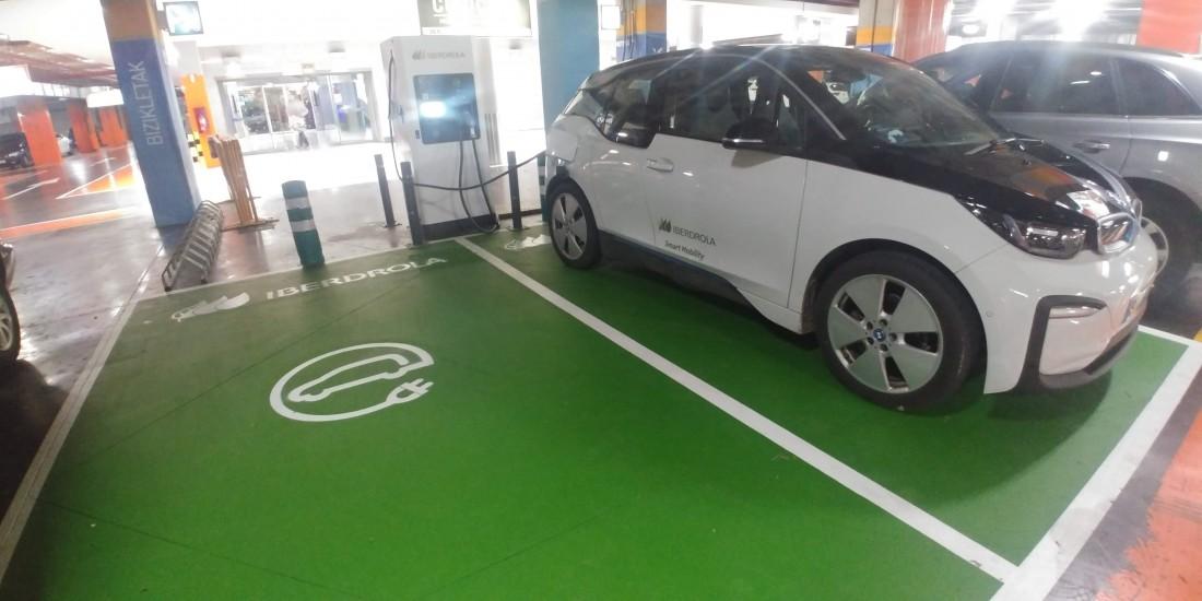 Punto de recarga iberdrola coche eléctrico en itaroa